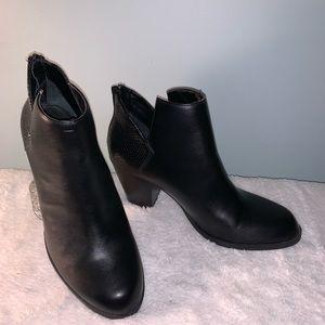 Simply Vera Black Booties Size 9M 3 inch heel